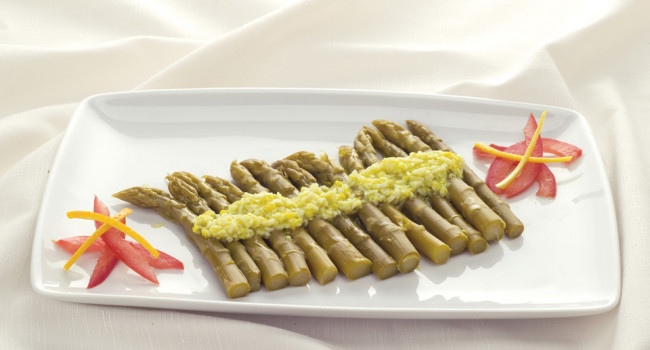 Asparagi in salsa mimosa