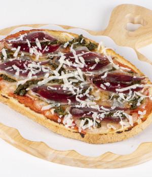 Bruschetta con spinaci e petto d'oca affumicato