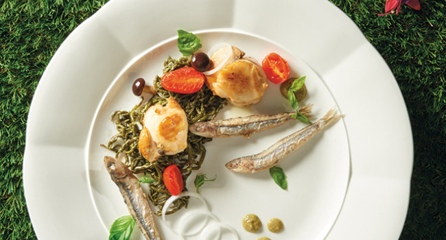 GRILLED SCALLOPS WITH SAMPHIRE AND CRISPY ANCHOVIES
