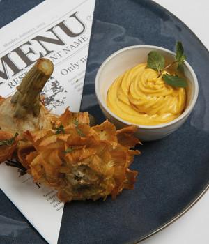 Carciofi fritti con maionese alla curcuma
