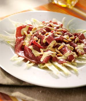 Carne salada con finocchi e pinoli
