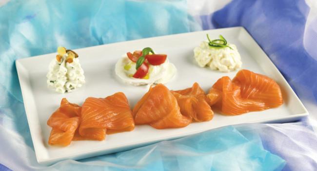 Smoked salmon with cream cheese