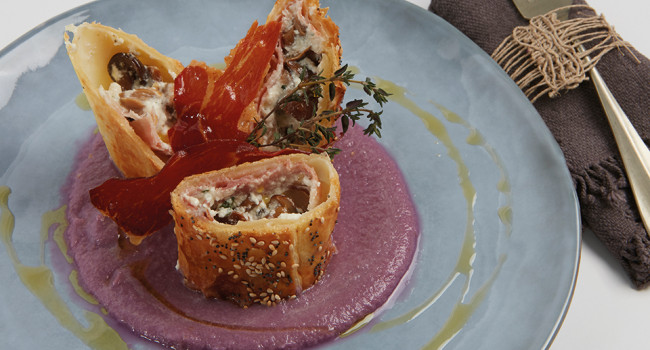 BAKED MUSHROOMS IN PUFF PASTRY WITH RED CABBAGE VELOUTÉ