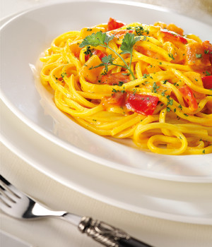 Chitarra spaghetti with pepper and saffron