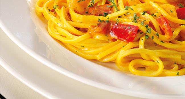 Chitarra spaghetti with pepper and saffron