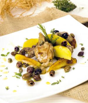 Conejo asado con olivas Taggiasca sin hueso, alcaparras y patatas