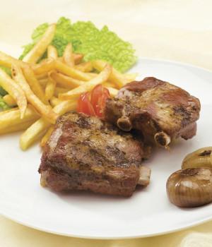 Costine di maiale con patate fritte
