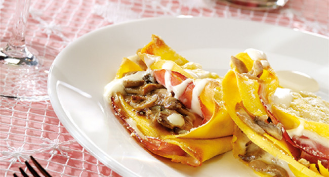 Crêpes with champignon mushrooms and pecorino cheese