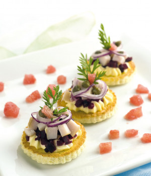 Crostini with smoked marlin and beetroot