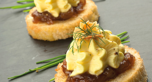 Bruschetta with parmesan foam, caramelised onion and toasted almonds.