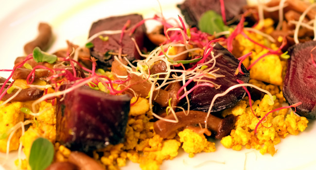 Tofu crumble with mushrooms and roasted beets