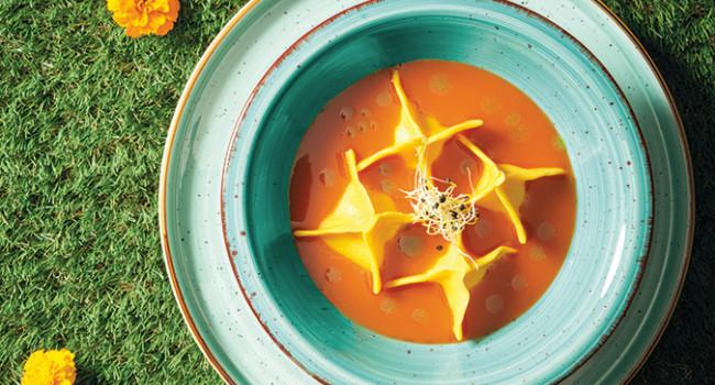 Taschen aus Krustentieren in Suppe aus Bisque