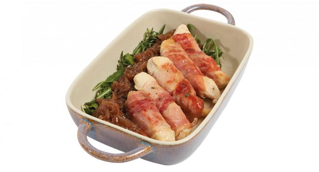 Filettini di pollo avvolti nel crudo con cipolla caramellata