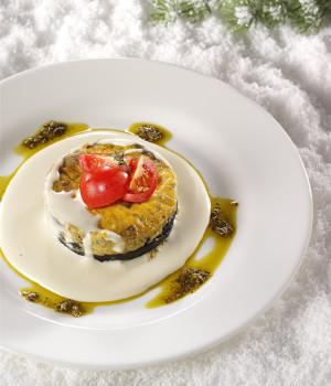 Flan di melanzane con pesto alla genovese e salsa al parmigiano