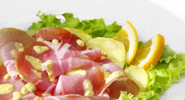 Grancarrè all'arancia su insalata tiepida di patate agli agrumi