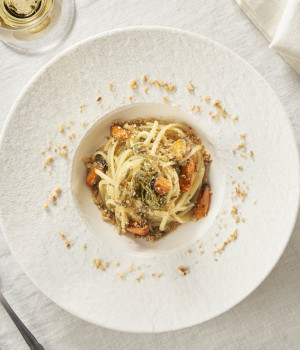 Linguine with mussels, samphire and toasted almond breadcrumbs