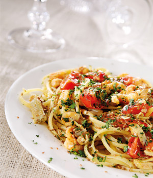 Linguine with artichokes and prawns