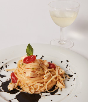 LINGUINE WITH CUTTLEFISH AND DATE TOMATOES ON A BED OF CUTTLEFISH INK