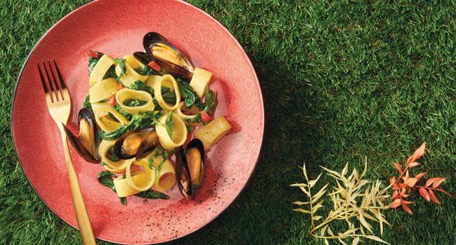 Mezze maniche pasta with friarielli and mussels