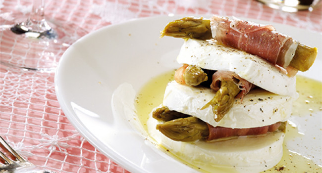 Mille-feuille of mozzarella, asparagus and prosciutto