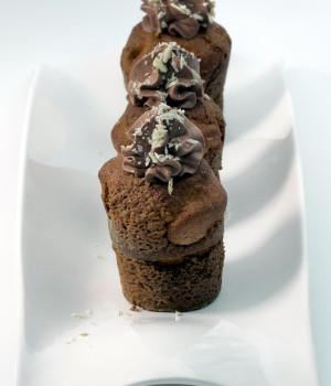 Muffin all'uvetta con mousse di cioccolato
