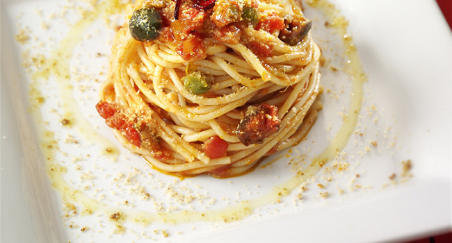 Spaghetti nest with zingara sauce and toasted breadcrumbs