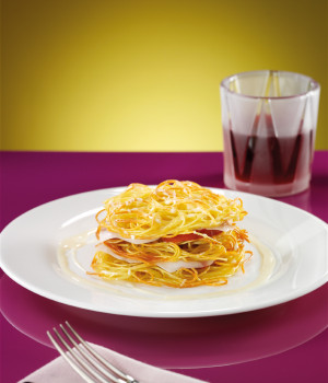 Toasted spaghetti nests with sliced tomatoes and guanciale