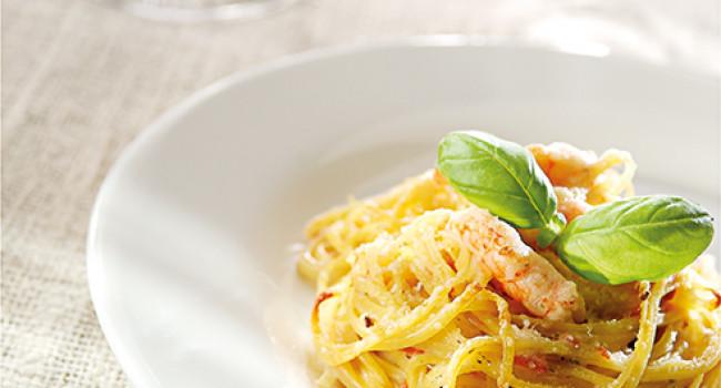 Nester aus Tagliolini mit Gamberi und Pesto