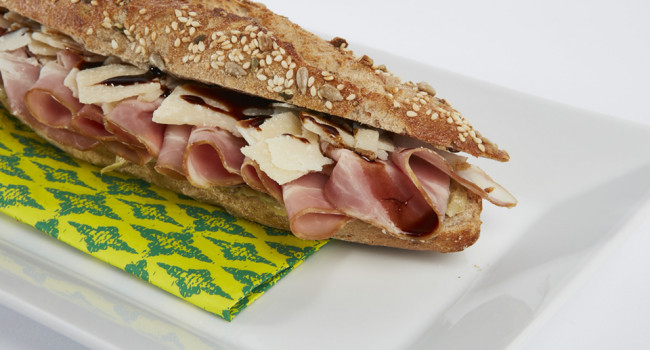 Panino bacon, parmigiano e gransalsa di cuori di carciofo