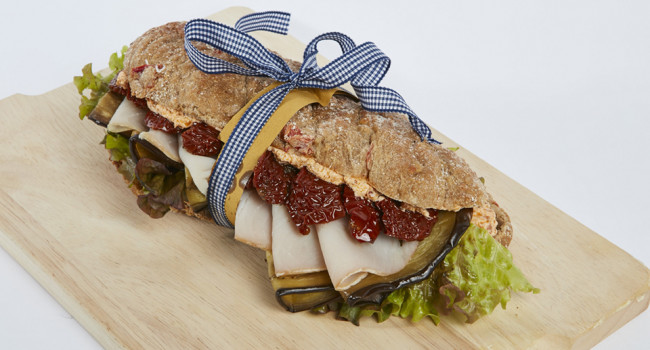 Panino with swordfish and sundried tomato condiment