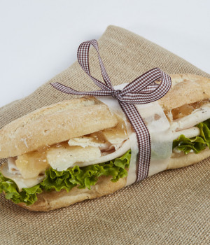 Panino with chicken, pears, ginger and Parmesan