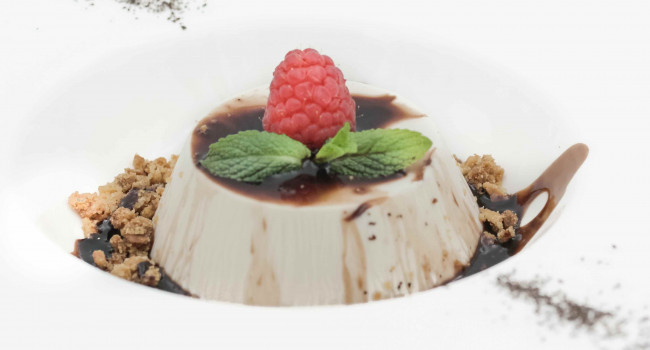 Black tea panna cotta with sbrisolona crumble and chocolate