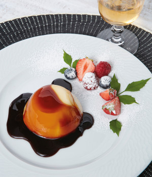 PANNA COTTA WITH CARAMEL, STRAWBERRIES AND WILD BERRIES