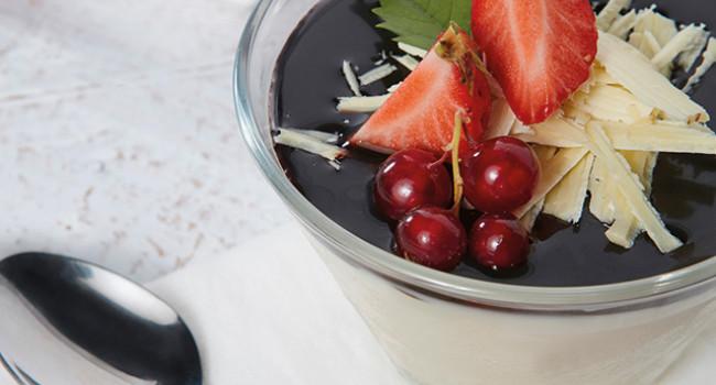 PANNA COTTA WITH  CHOCOLATE SAUCE