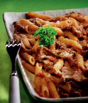 Penne with Norcino meat sauce and mushrooms