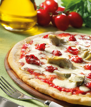 Pizza with grilled artichokes, cherry tomatoes and pecorino cheese