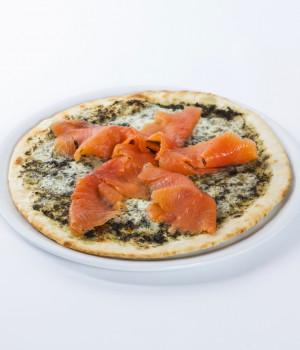 Pizza alle ortiche e salmone