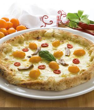 Pizza Appetitosa mit gelben Datteltomaten und Sardellen