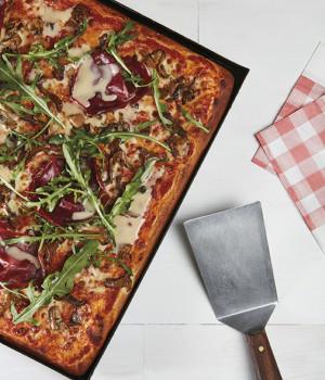 PIZZA BRESAOLA IN TEGLIA
