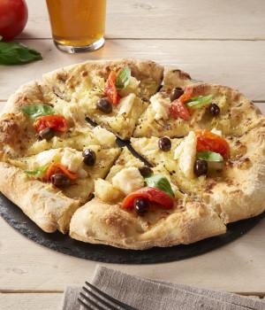 PIZZA CON BACCALÀ, PATATE, OLIVE E POMODORINI