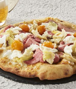 PIZZA CON DATTERINO GIALLO, ROAST BEEF, CARCIOFI E BUFALA