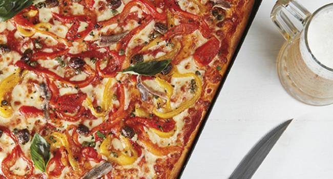 PIZZA CON PEPERONI IN TEGLIA