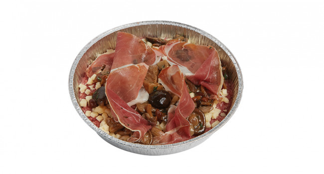 Pizza di carne con funghi, speck e pecorino