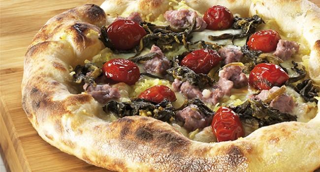 Pizza friarielli, sausage and Dorati