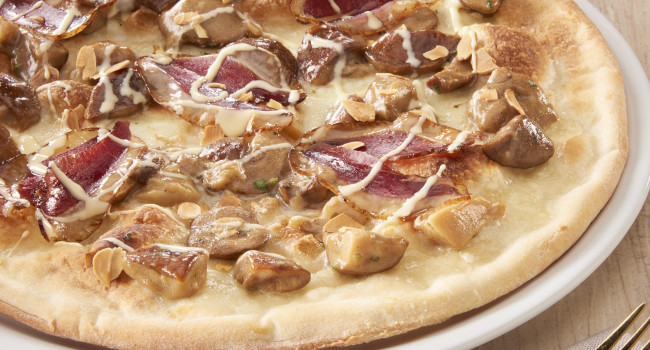 Pizza with Boletus , Goose breast, Fondue and almonds