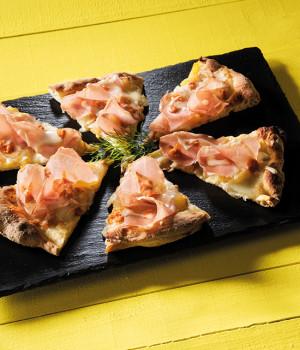 PIZZA GRAN CARRÈ, PELATI GIALLI, PESTO ROSSO E PECORINO