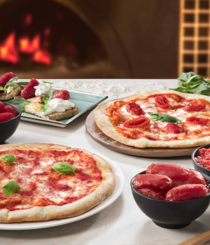 MARGHERITA PIZZA WITH ORGANIC TOMATO