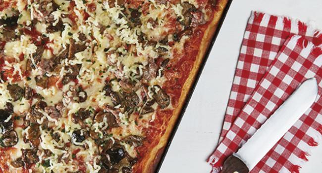 PIZZA MISTO FUNGHI IN TEGLIA