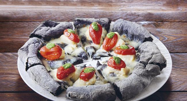 Black pizza with cod, Mini Red and Genovese pesto