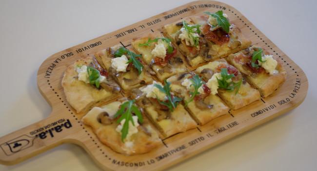 Pizza PALA con Portobello, guanciale e Burrata